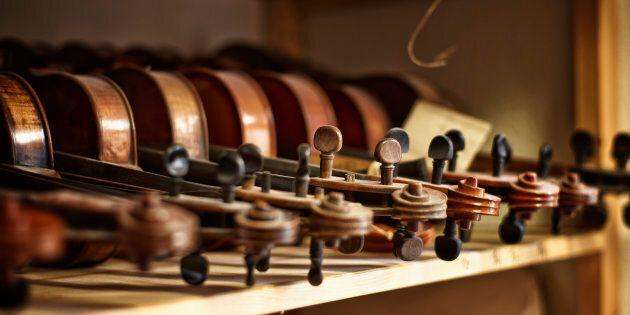 Si separano e per vendetta lei distrugge la collezione di violini dell'ex dal valore di 800mila