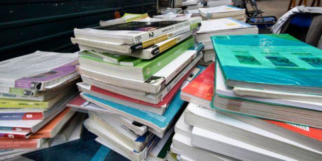 Inizio scuola: lo scandalo dei cassonetti stracolmi di nuovissimi libri