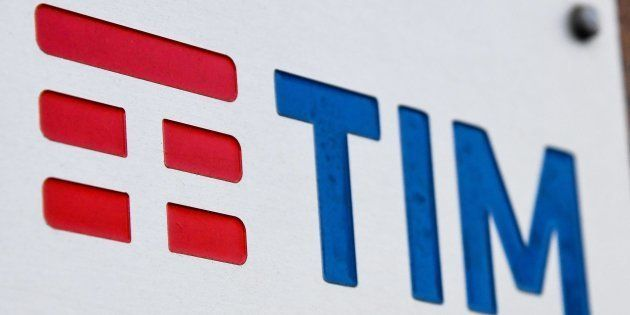 Tim, Vivendi apre allo scorporo della rete di telecomunicazioni. E il governo è pronto a