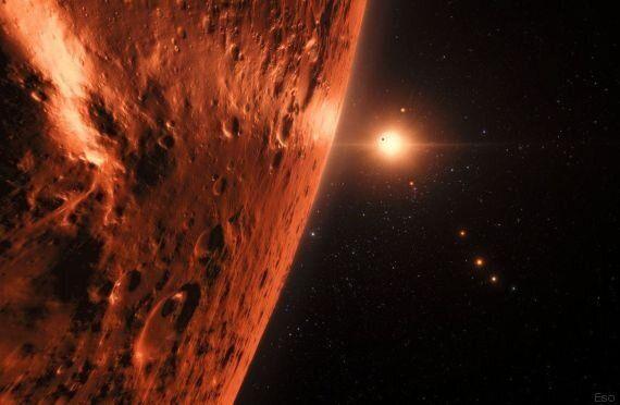 Trappist-1, ecco come potrebbe essere la vista dai pianeti: le illustrazioni degli artisti per la