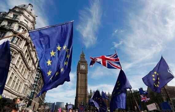 Londra, migliaia di manifestanti in marcia contro la Brexit, nel giorno dell'anniversario dei Trattati...