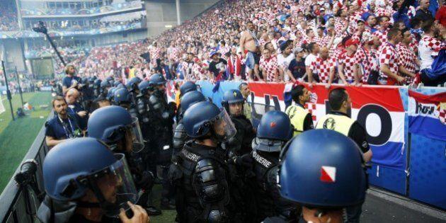 Hooligans croati minacciano disordini durante Croazia-Spagna.