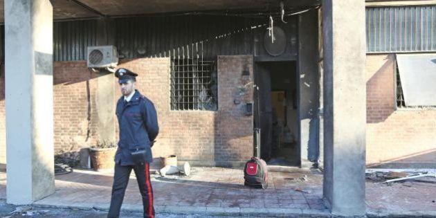 Bologna, attentato esplosivo contro caserma dei
