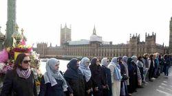 Le donne musulmane in piedi sul ponte di Westminster sono la migliore risposta al