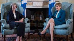 May in Scozia per disinnescare la protesta prima della