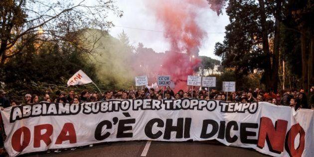 Referendum, in corteo 50mila pacifici No a Renzi: giovanissimi, con servizio d'ordine per evitare 'guai'....