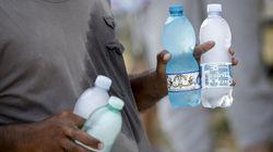 2 tonnellate di prodotti sequestrati in spiaggia a Ostia, bibite e alimenti trovati tra le feci di