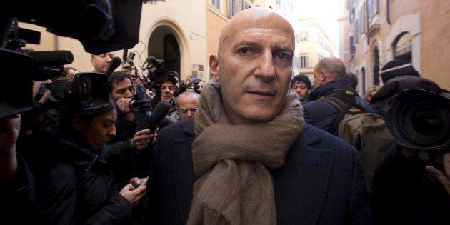 Augusto Minzolini si dimette da senatore. Il Pd stavolta non lo salva, ma ora c'è il voto