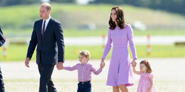 La royal family deve viaggiare sempre con un pacco extra (per una