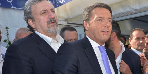 Matteo Renzi batte Michele Emiliano nel suo circolo di