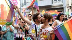 Gay Pride a Istanbul durante il Ramadan, polizia lancia lacrimogeni e proiettili di