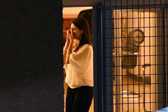 Lo scatto rubato: l'emozione di Virginia Raggi quando scopre al telefono i