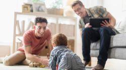 La risposta d'amore di due papà per la loro piccola