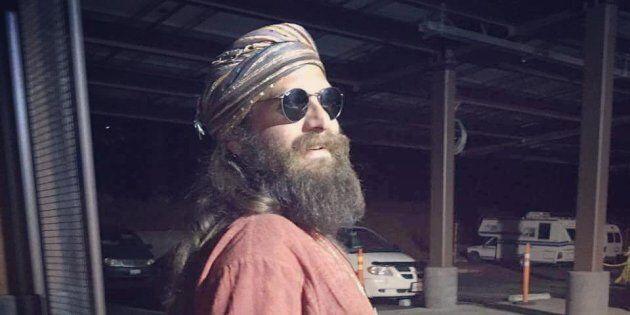 Il milionario siriano dona il suo patrimonio per aiutare gli altri dopo l'incidente con la