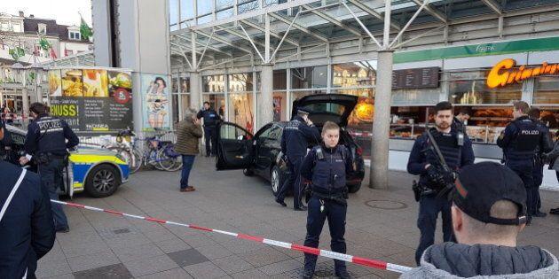 Germania: con auto investe 3 persone in una zona pedonale: tre