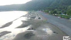 Il lago di Bracciano senza (o quasi) acqua: le immagini dal drone fotografano perfettamente l'allarme siccità nel