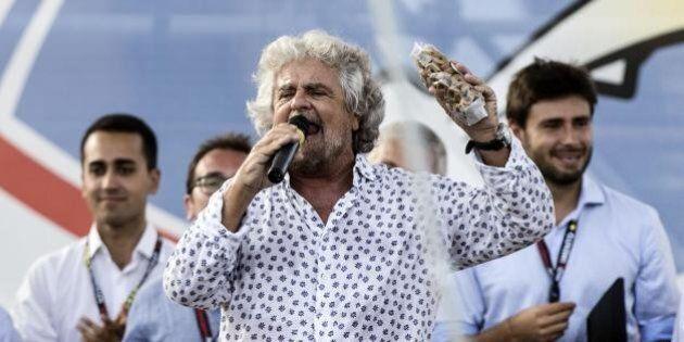 Roma, si festeggia ancora la vittoria della Raggi ma Grillo mette le mani avanti: