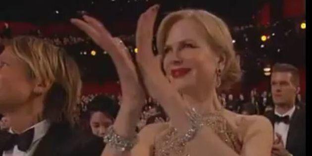 Lo strano modo di applaudire di Nicole Kidman agli Oscar scatena l'ironia sui