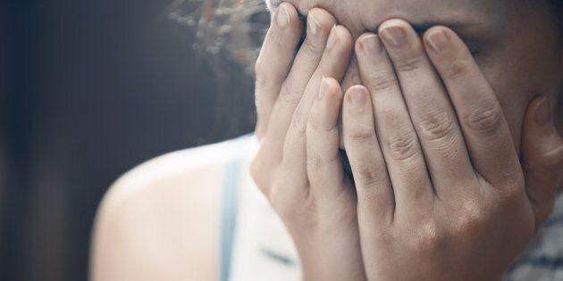 Donna scopre che il marito, con cui era sposata da 10 anni, la violentava nel sonno, dopo aver trovato...