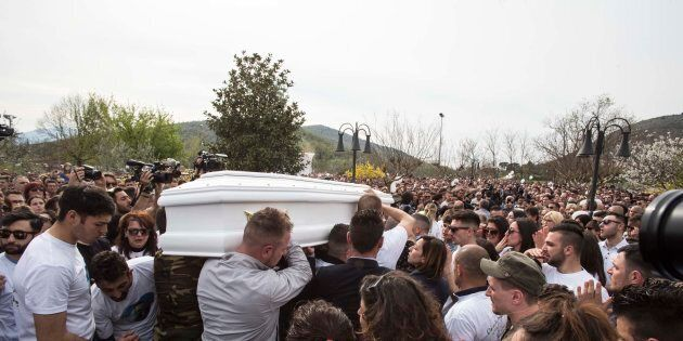 Il vescovo al funerale di Emanuele: