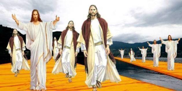 Vestirsi da Gesù Cristo e passeggiare sul Ponte galleggiante Christo del Lago d'Iseo: spopola l'evento