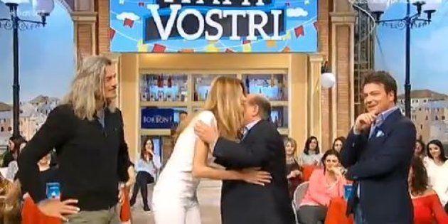 Giancarlo Magalli si scusa con Adriana Volpe in diretta, ma lei accetta con