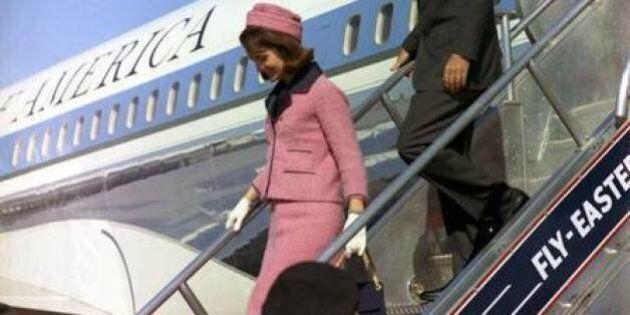 L'abito rosa di Jackie Kennedy ancora sporco di sangue che nessuno potrà vedere fino al