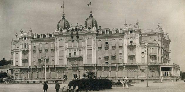 Rimini, la città che ha inventato il mito dell'hotel e la ricerca della