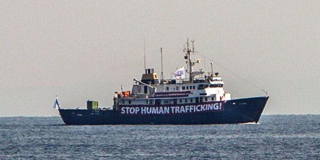 Entra nel vivo la missione della Nave Nera nel Mediterraneo. Prime schermaglie con la Tunisia e contatti...