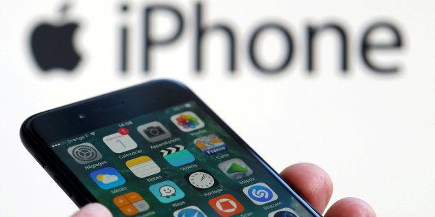 L'iPhone 8 avrà lo schermo curvo OLED, ma la Apple potrebbe ordinarlo dalla