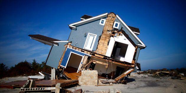 Una casa danneggiata dall'uragano Sandy in New