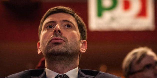 Pd, correggere Renzi, ma non cacciarlo. Speranza minaccia di non votare fiducie in bianco, ma lui e la...