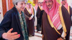 Alla fine la May è riuscita a rendere orgogliosi gli inglesi durante il suo viaggio in Arabia