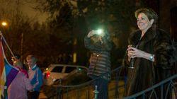 La vicina di casa di Ivanka osserva la protesta contro la First Daughter in pelliccia bevendo vino