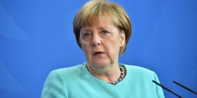 Migranti, Csu minaccia Angela Merkel: