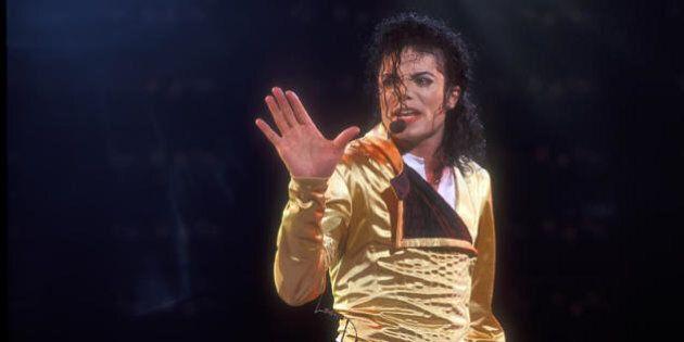 Michael Jackson usava le case discografiche per attirare i bambini e abusarne, l'accusa del coreografo...