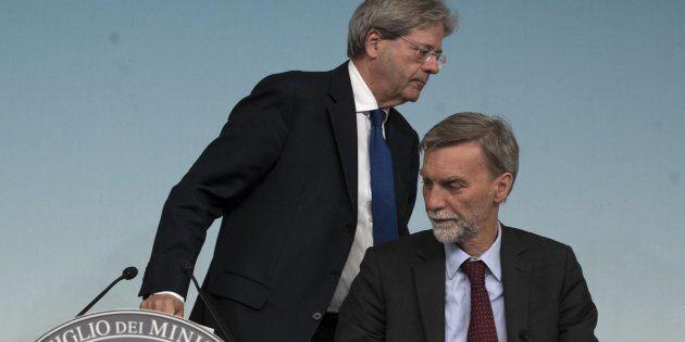 Il presidente del Consiglio, Paolo Gentiloni eil ministro delle Infrastrutture e dei Trasporti, Graziano...