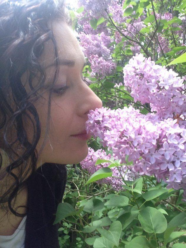 """Madre e farmacista lascia Genova e il posto fisso per una casa nel bosco: """"Oggi vivo con meno, ma finalmente..."""