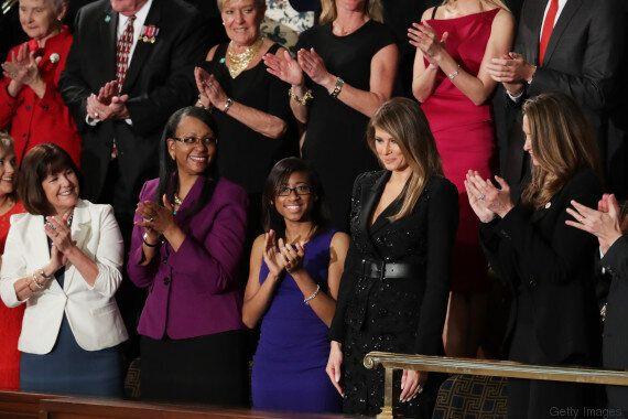 Melania Trump veste in nero per il primo discorso del marito al Congresso e lancia così un messaggio