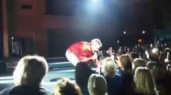 Scoppia la rissa al concerto di Pupo in Ucraina. Ma il cantante scende dal palco e placa