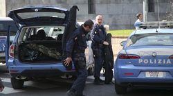 Milano, fermato e ferito dalla polizia un uomo che minacciava i passanti con dei