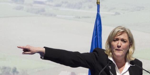 Francois Hollande incontra Marine Le Pen e i leader dell'opposizione. E alla leader populista: