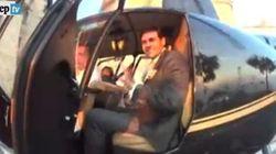Gli sposi arrivano in elicottero al matrimonio: