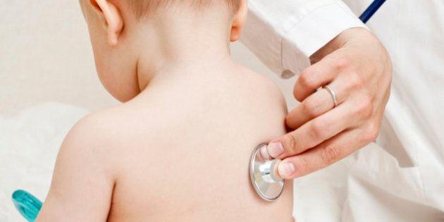 Morbillo, complicanze cerebrali più frequenti del previsto. In Italia la copertura vaccinale è ferma...