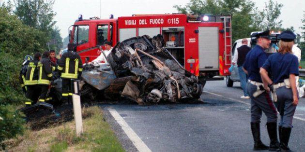 Taranto, scontro mortale: 6 vittime su due auto. Erano quasi tutti