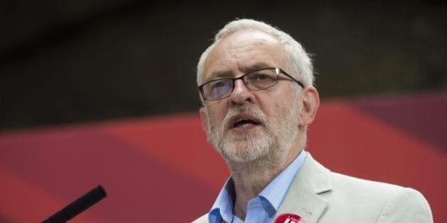 Brexit, terremoto nel Labour: si dimettono sei ministri del governo ombra in polemica con Jeremy