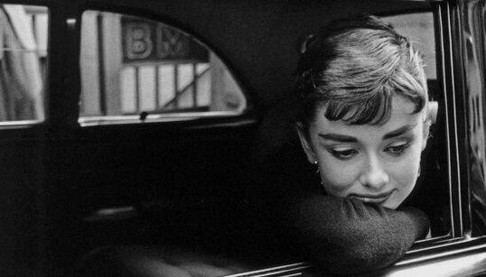 Le 10 frasi e foto di Audrey Hepburn che l'hanno resa un mito