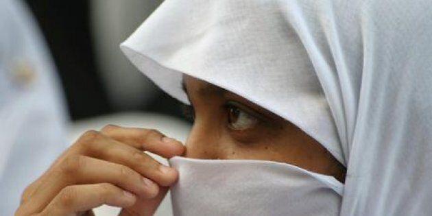 Una ragazza con il velo in un'immagine d'archivio. ANSA/AKHTAR