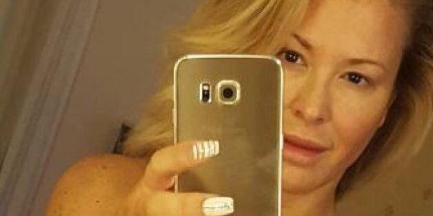 Anastacia nuda allo specchio dopo il tumore al seno è un messaggio di speranza e di fiducia per tutte...