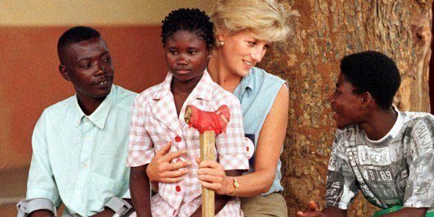 Lady Diana non indossava mai i guanti. E la ragione vi